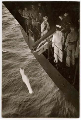404px-Burial_at_sea,_W._Eugene_Smith_417763